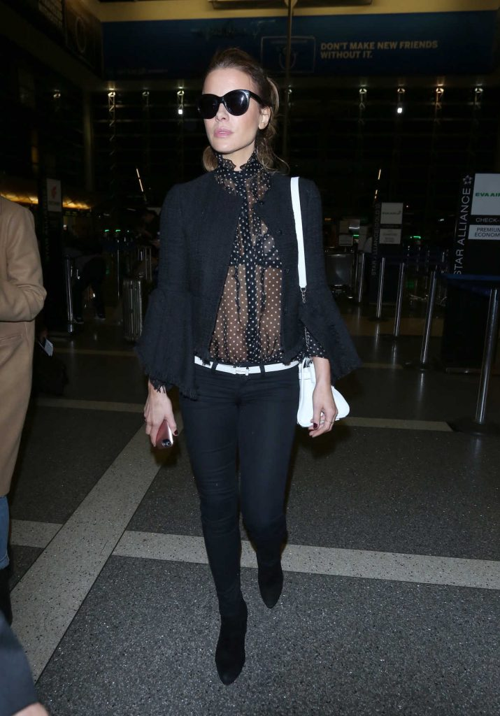 Kate Beckinsale Was Spotted at LAX Airport in Los Angeles 05/13/2018-1
