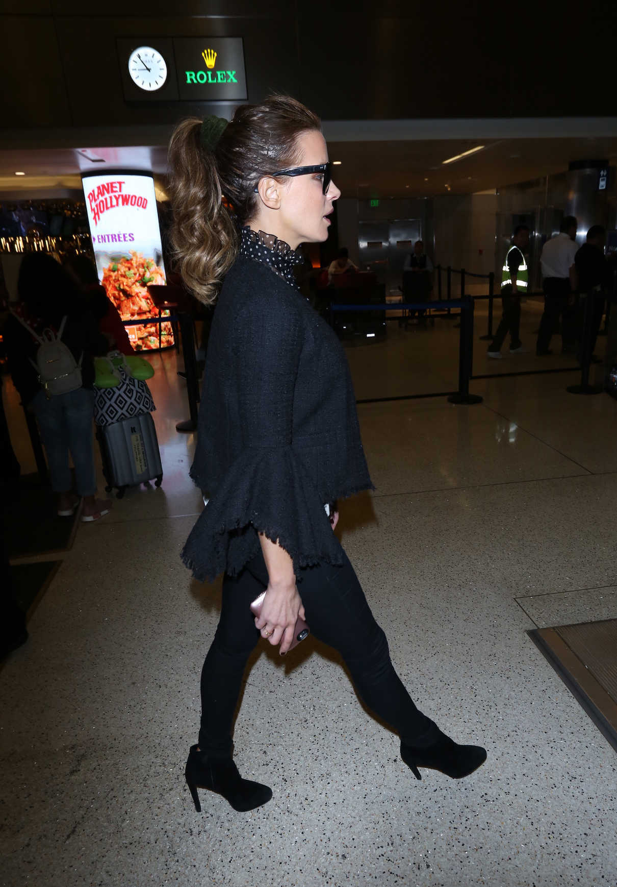 Kate Beckinsale Was Spotted at LAX Airport in Los Angeles 05/13/2018-5