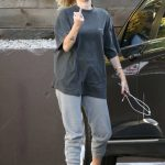 Miley Cyrus Arrives to a Nail Salon in LA 05/04/2018-2