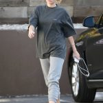 Miley Cyrus Arrives to a Nail Salon in LA 05/04/2018-3