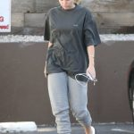 Miley Cyrus Arrives to a Nail Salon in LA 05/04/2018-4