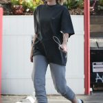 Miley Cyrus Arrives to a Nail Salon in LA 05/04/2018-5
