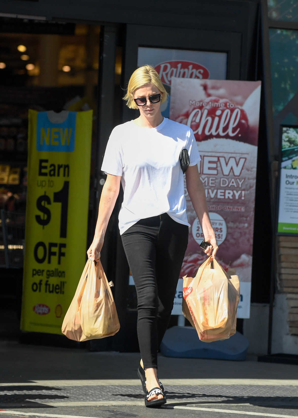 Charlize Theron Goes Grocery Shopping in Los Angeles 06/12/2018-1