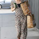 Dakota Johnson Leaves a Venice Beach Grocery Store in Los Angeles 06/17/2018-5