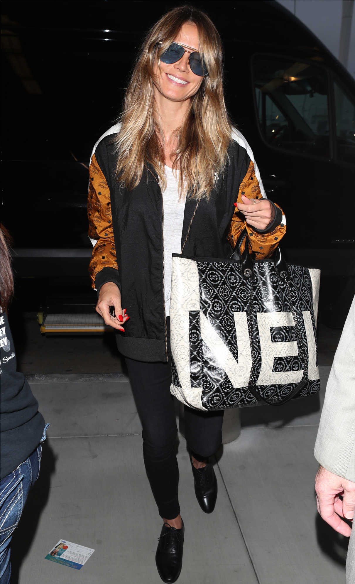 Heidi Klum Arrives at LAX Airport in LA 06/21/2018-1