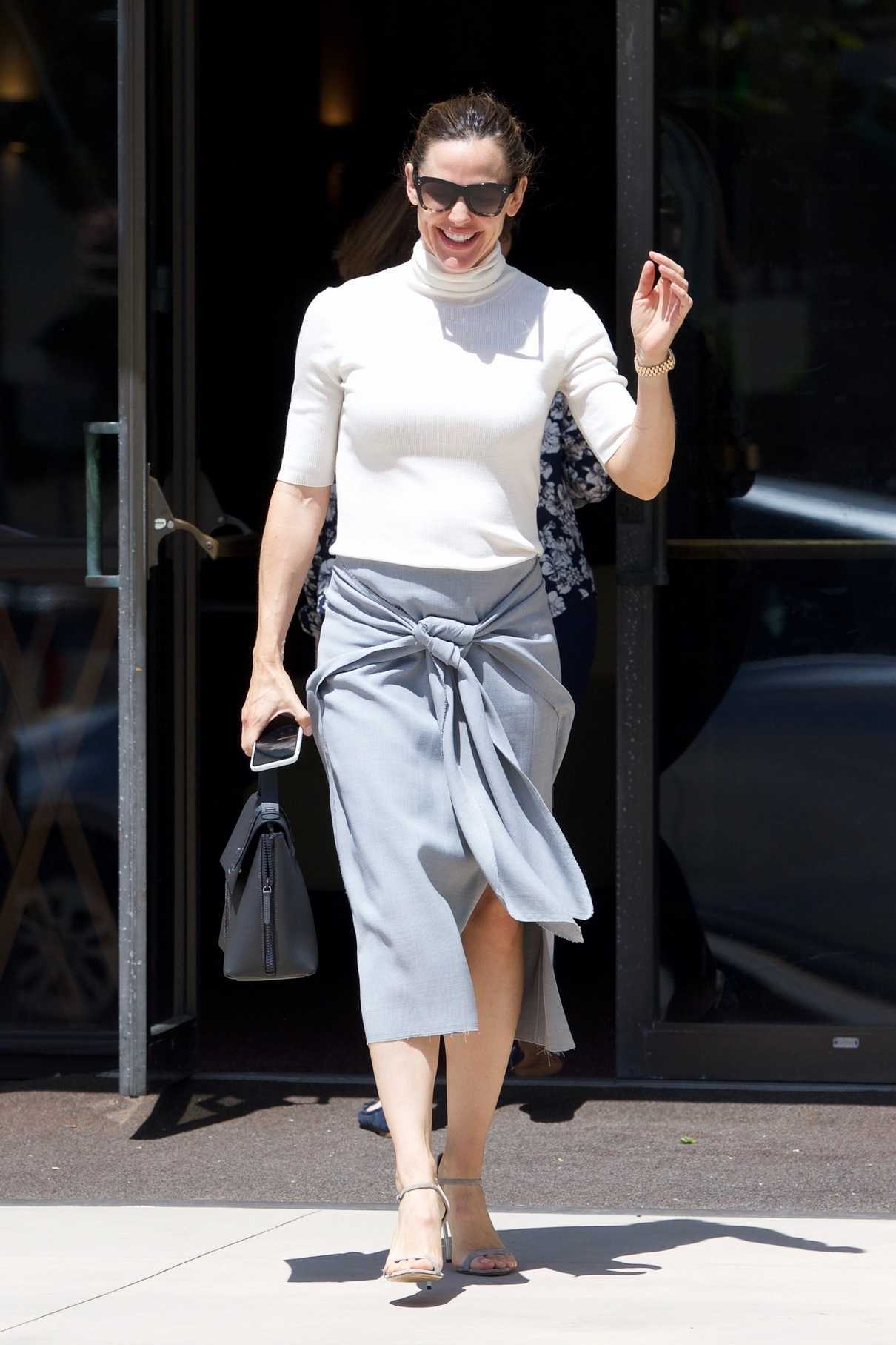Jennifer Garner Leaves Her Weekly Church Service in Pacific Palisades 06/10/2018-1