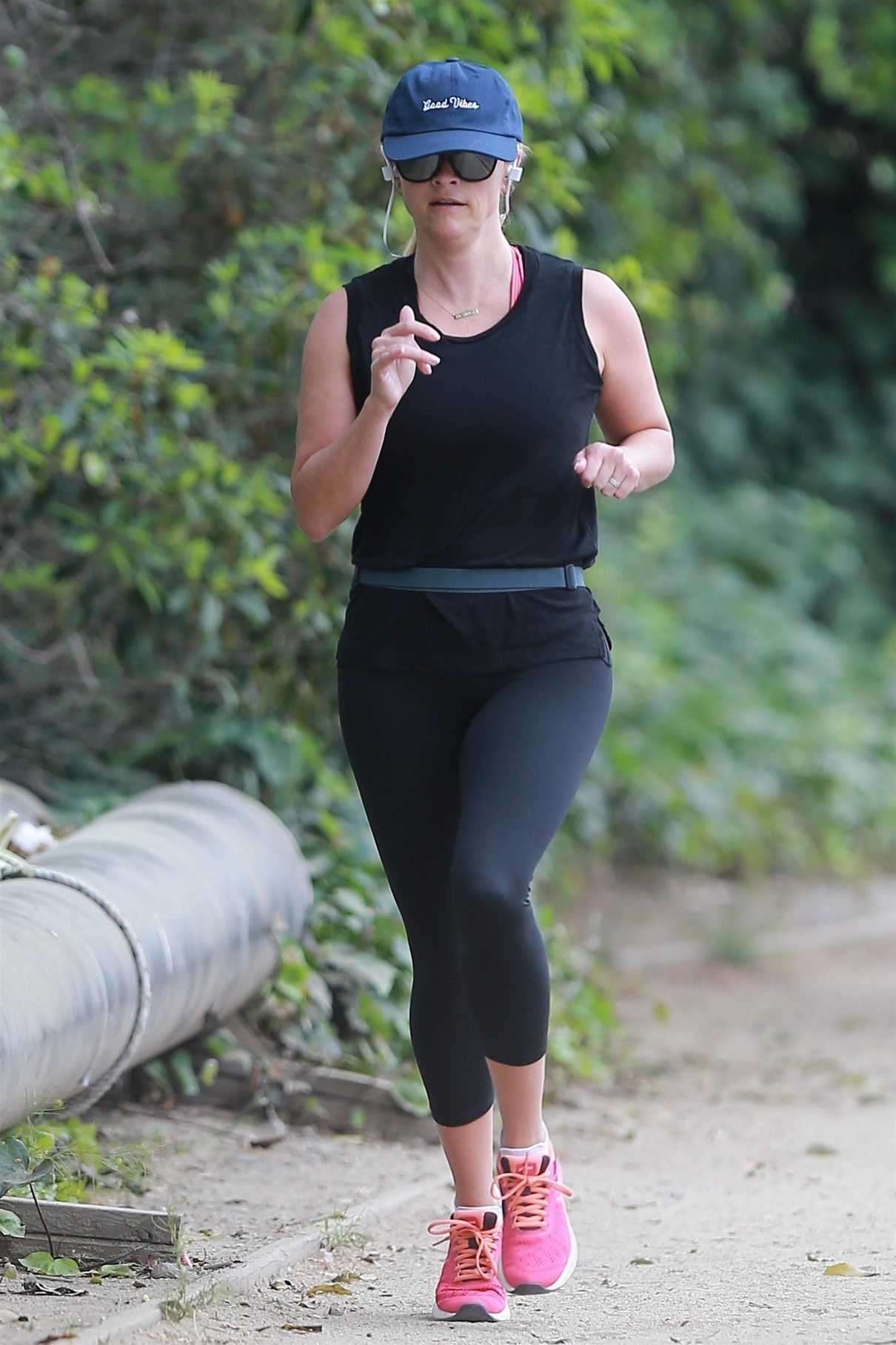 Reese Witherspoon Does a Morning Workout in Brentwood 06/16/2018-1