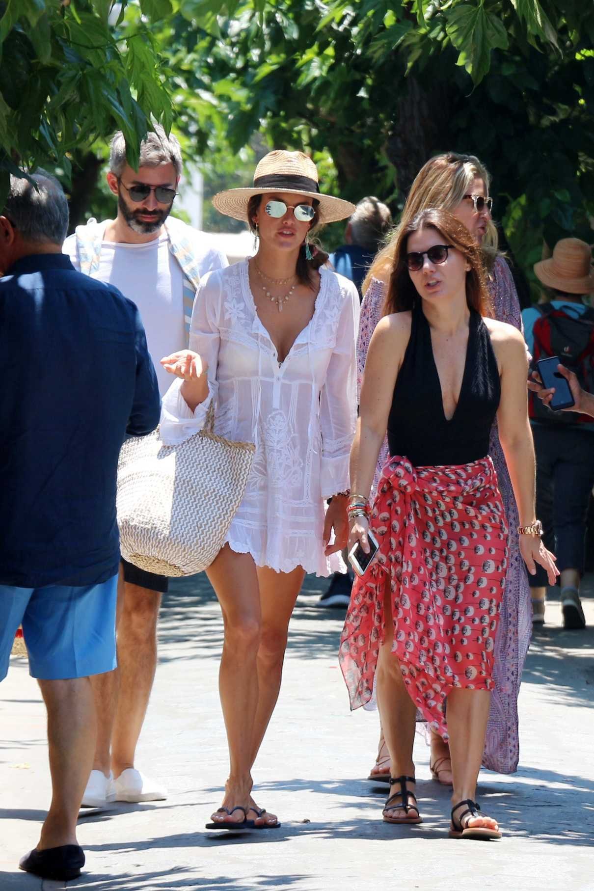 Alessandra Ambrosio Was Seen Out with Friends in Capri 07/02/2018-1
