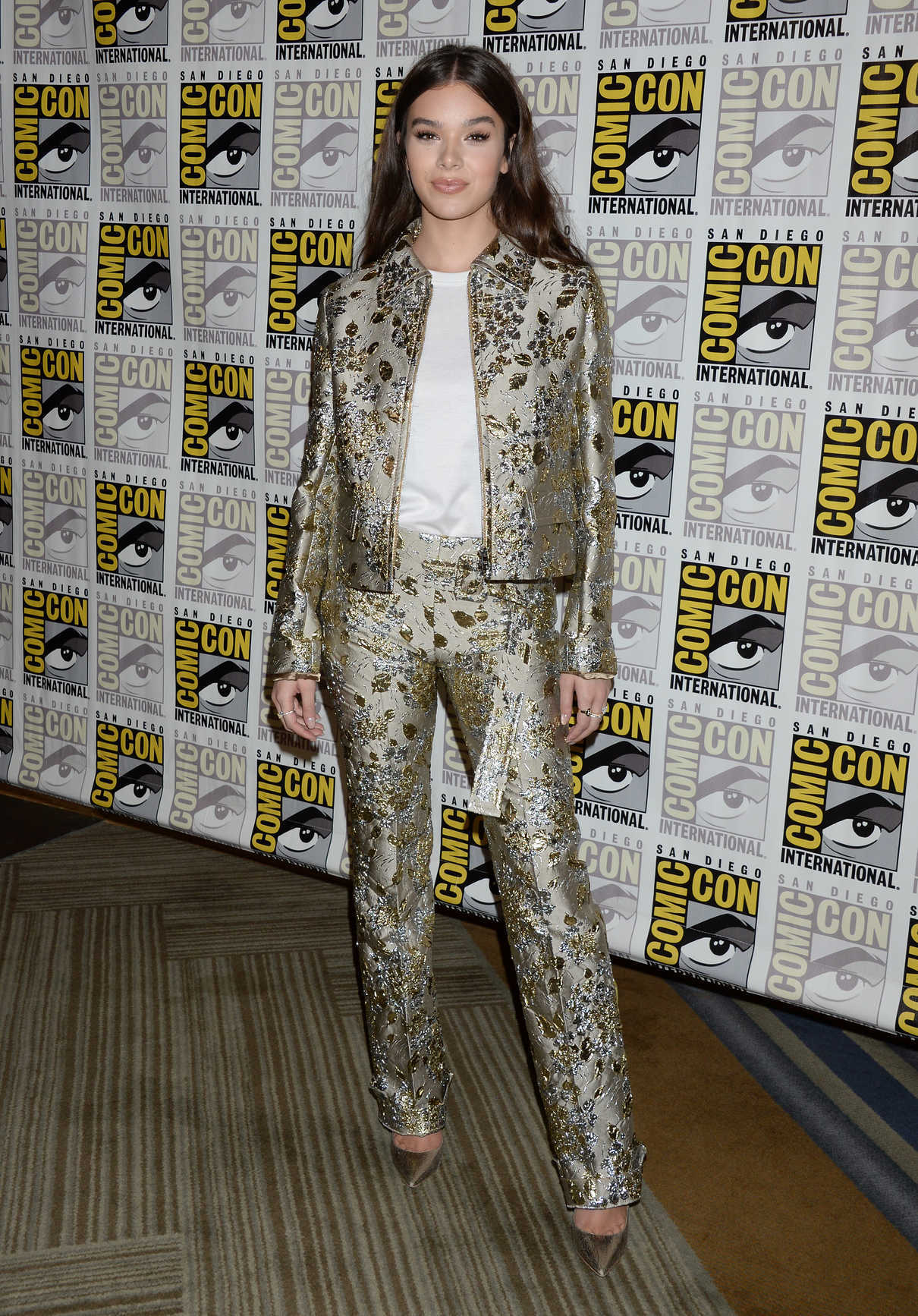 Hailee Steinfeld at the Bumblebee Photocall During 2018 Comic-Con in San Diego 07/20/2018-1