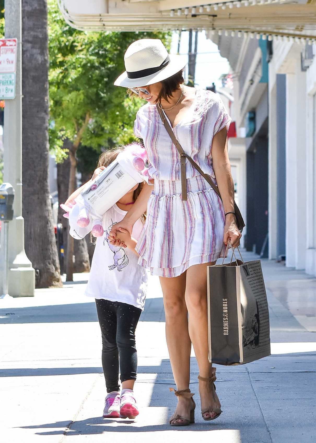 Jenna Dewan Goes Shopping with Her Daughter Everly in Los Angeles 07/06/2018-1