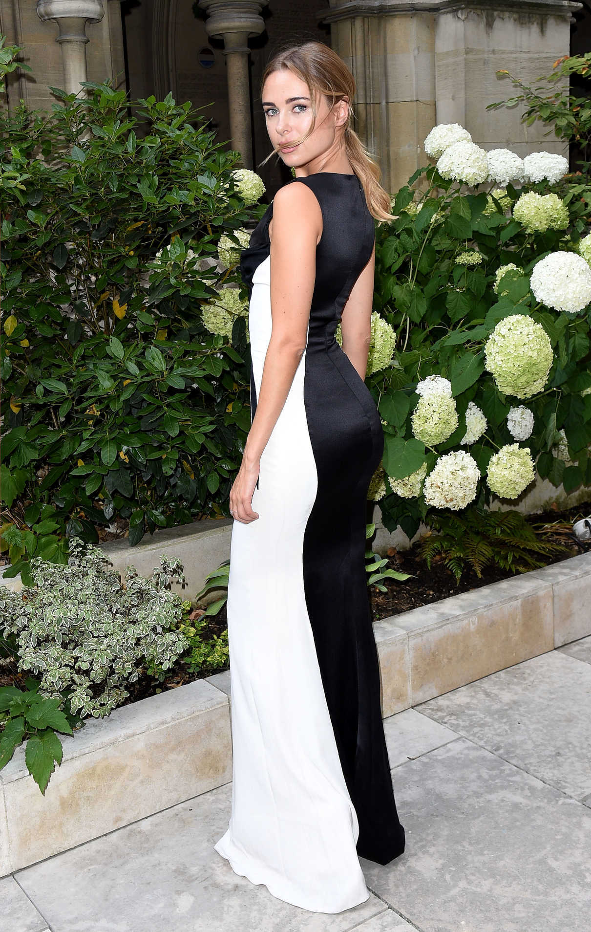 Kimberley Garner Attends the American Cathedral Church of the Holy Trinity in Paris 07/07/2018-4
