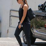 Jennifer Garner in a Blue Flip-Flops