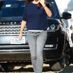 Jennifer Garner in a Gray Slim Jeans