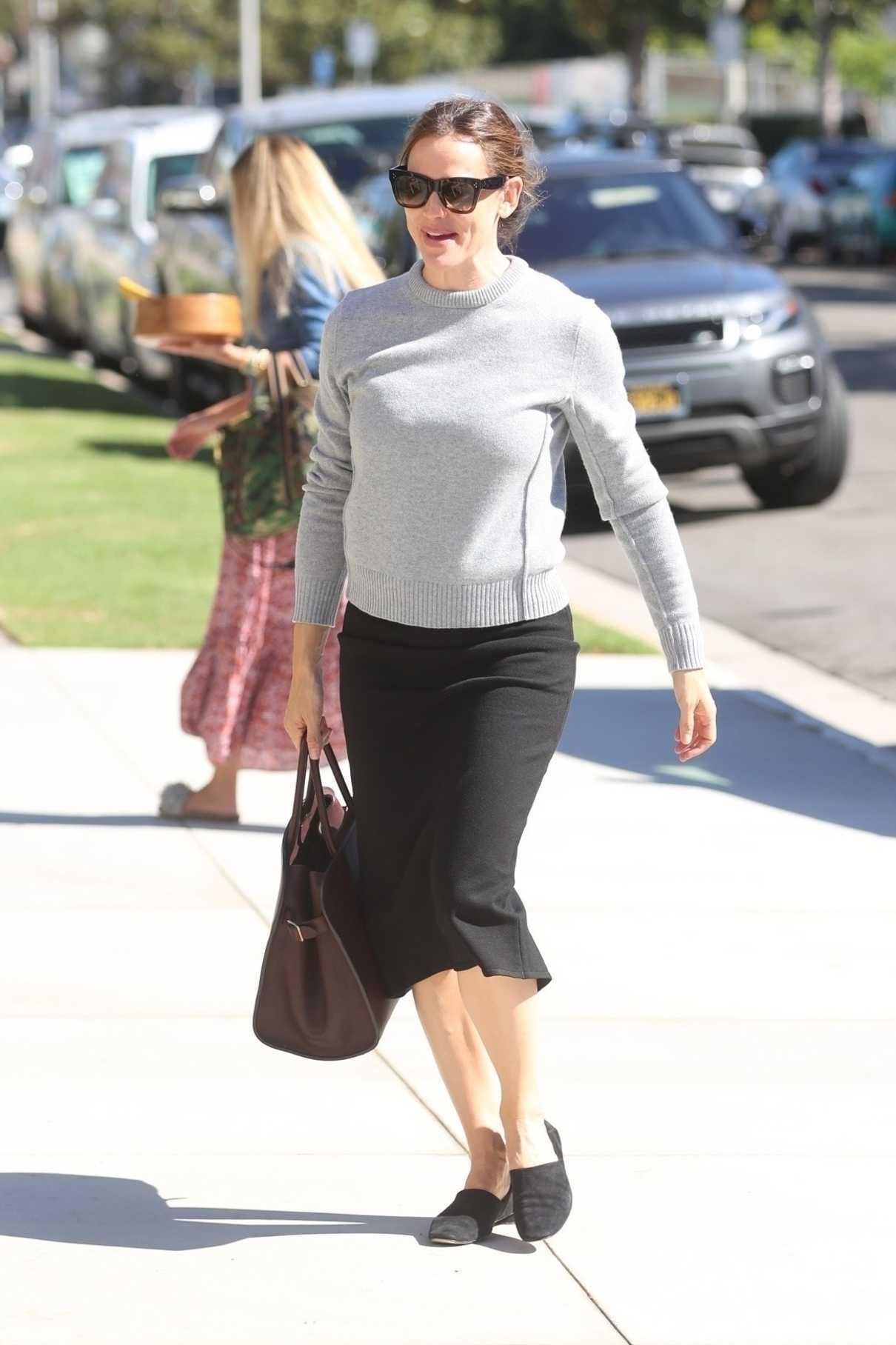 Jennifer Garner in a Gray Pullover
