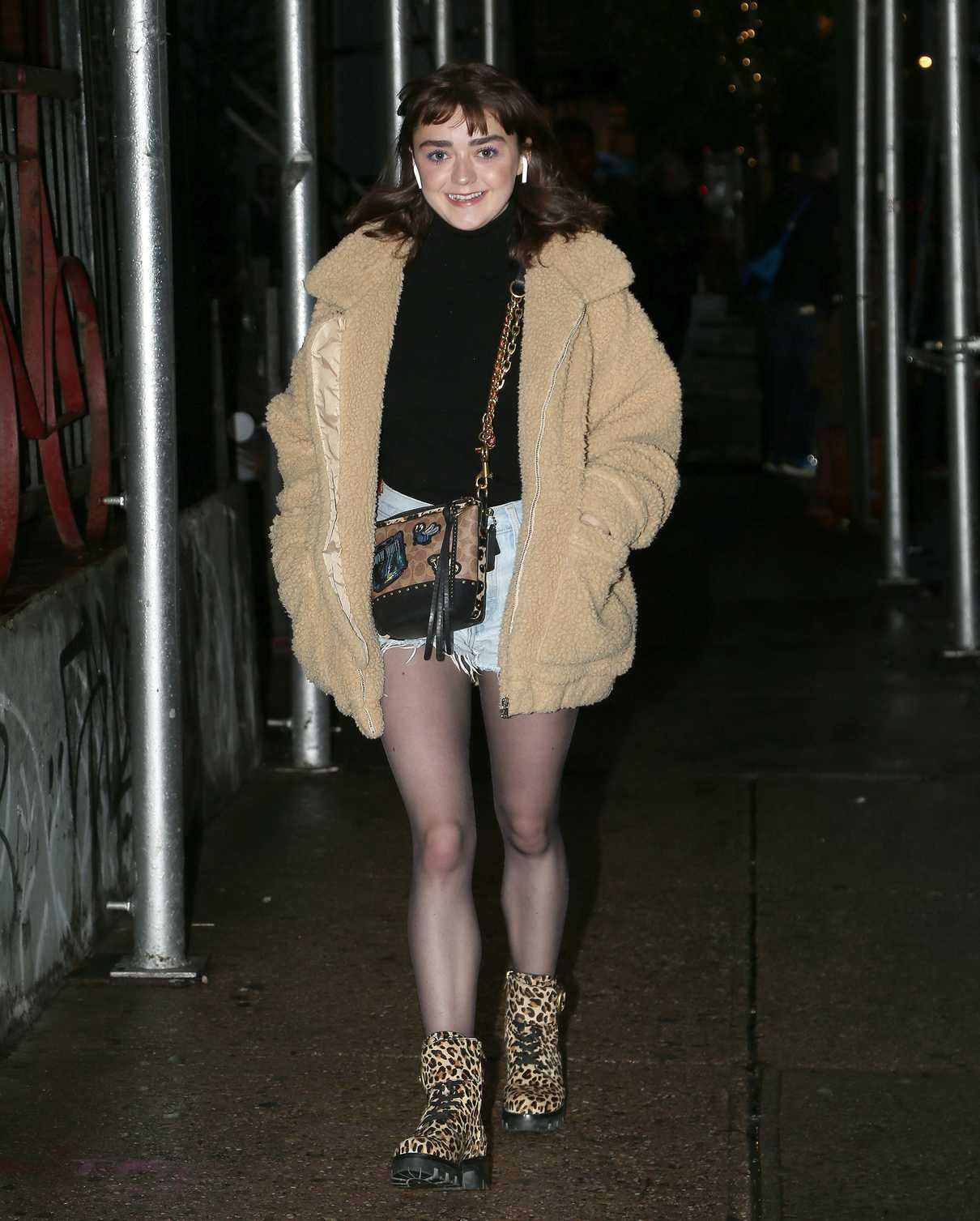 Maisie Williams in Daisy Duke Shorts