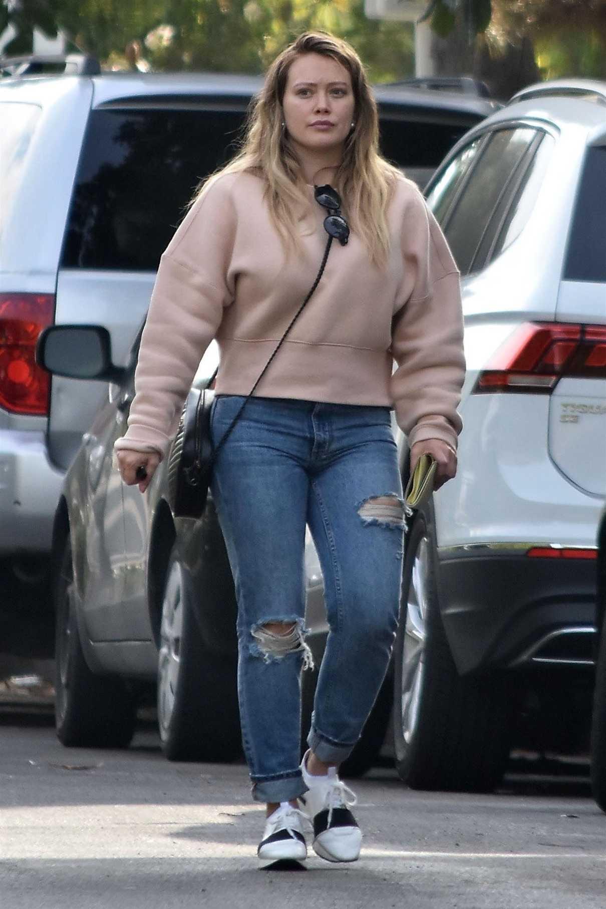 Hilary Duff in a Beige Sweatshirt