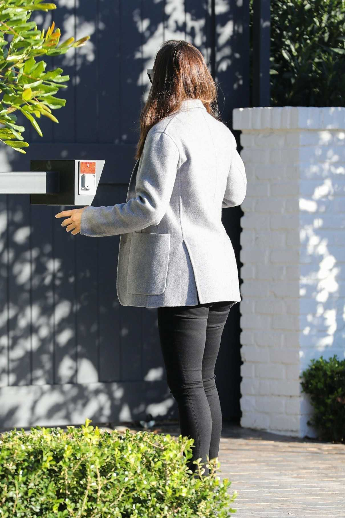 Jennifer Garner in a Gray Blazer