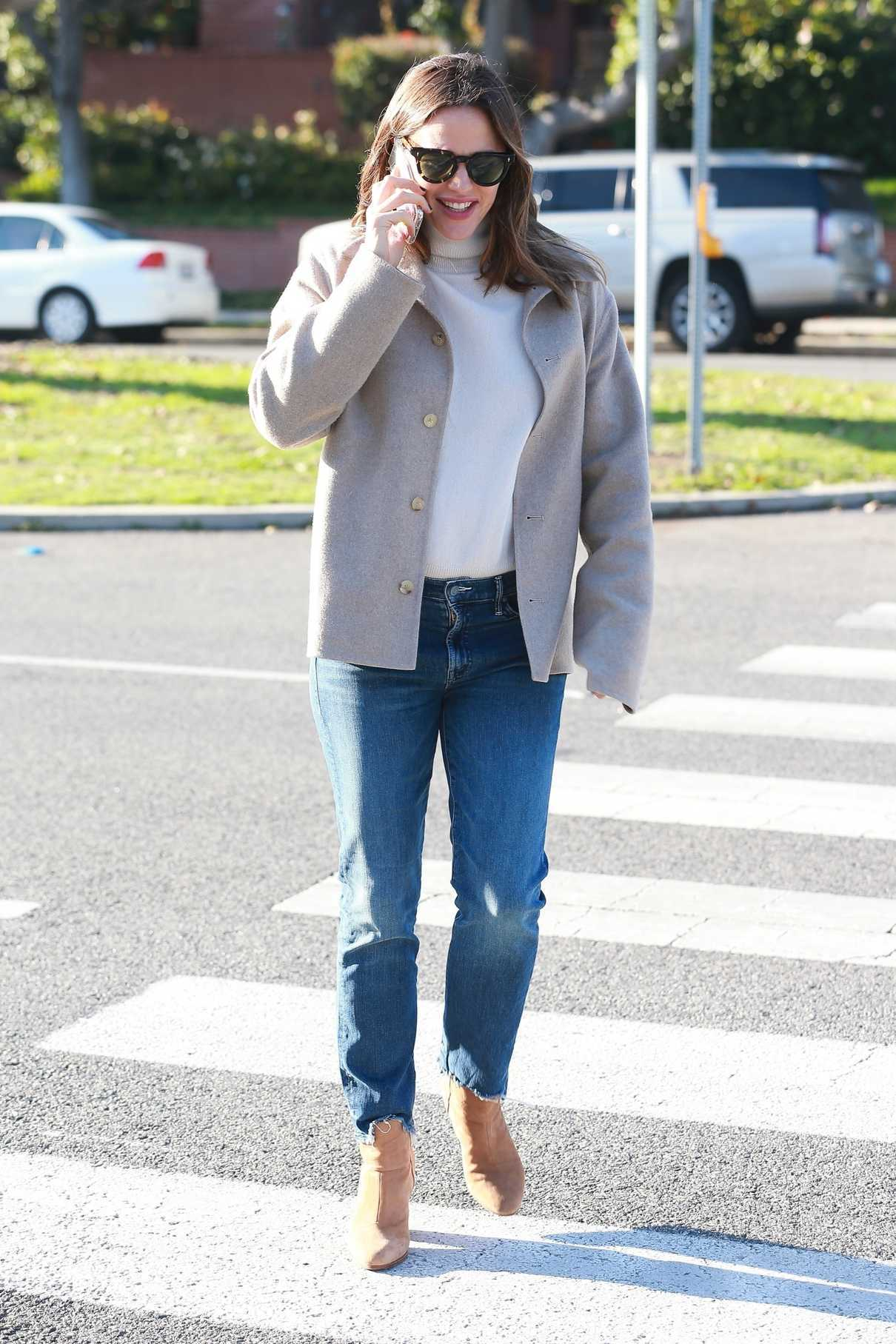 Jennifer Garner in a Beige Jacket