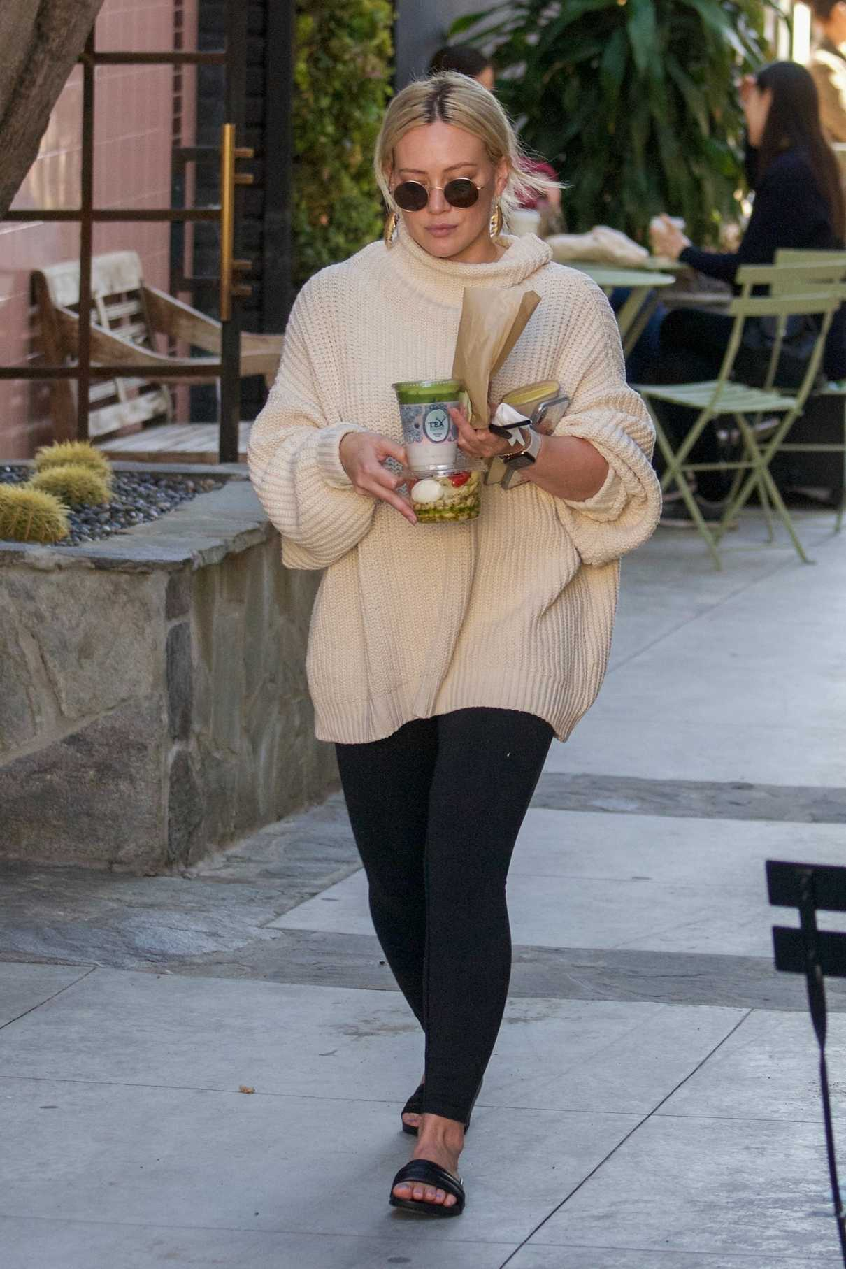 Hilary Duff in a White Oversized Sweater