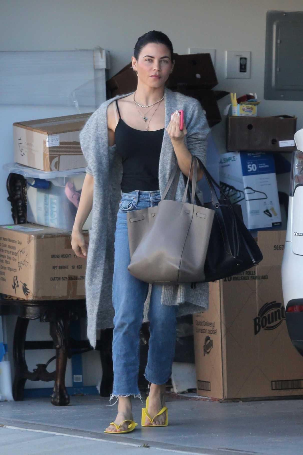 Jenna Dewan in a Gray Cardigan