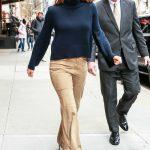 Jennifer Garner in a Beige Pants