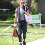 Jennifer Garner in a Gray T-Shirt