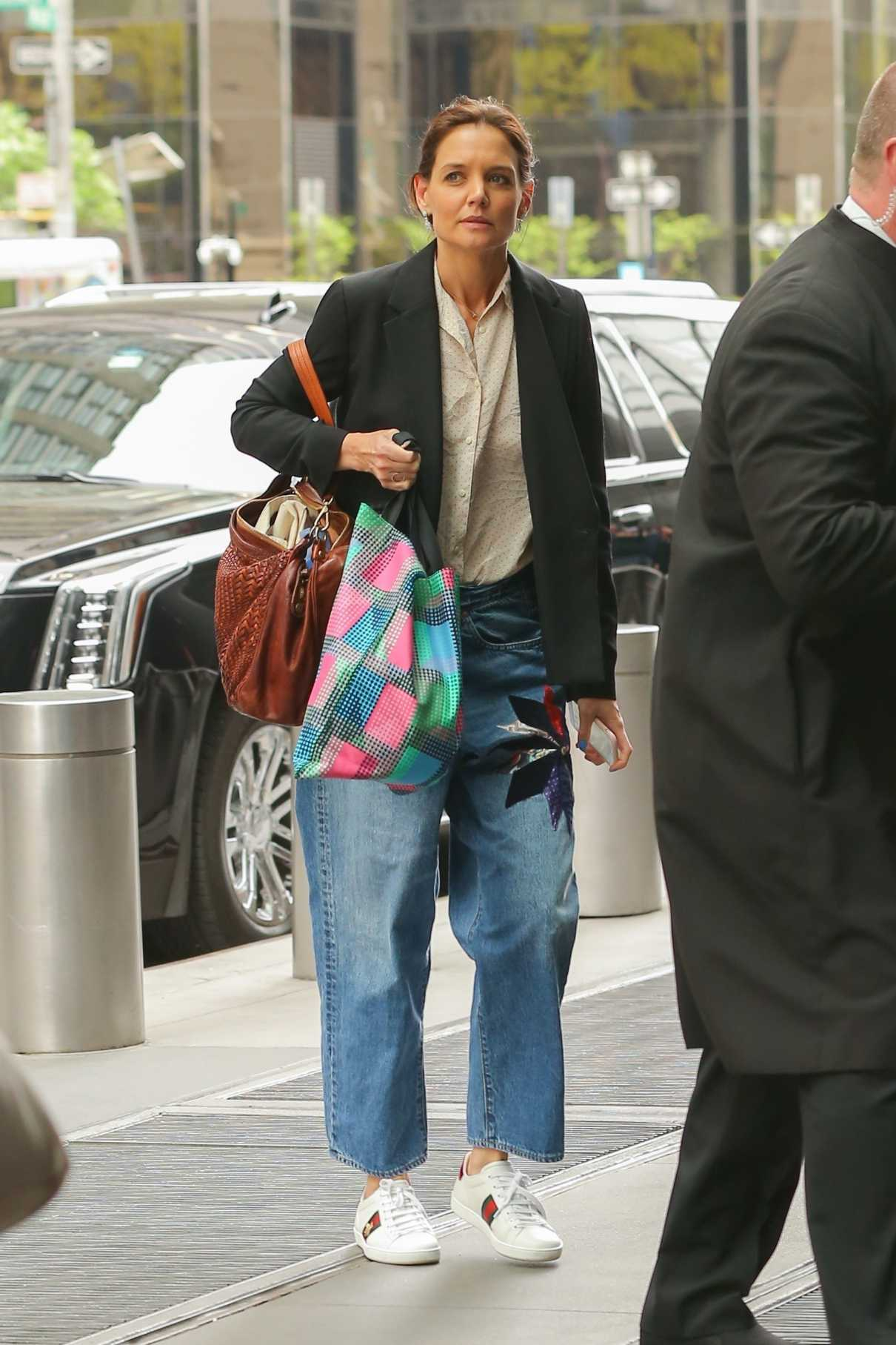 Katie Holmes In A White Sneakers Arrives At Her Apartment New York City 04 25 2019