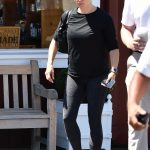 Jennifer Garner in a Black Long Sleeves T-Shirt