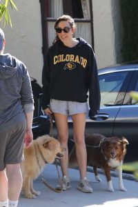 Aubrey Plaza in a Gray Sneakers