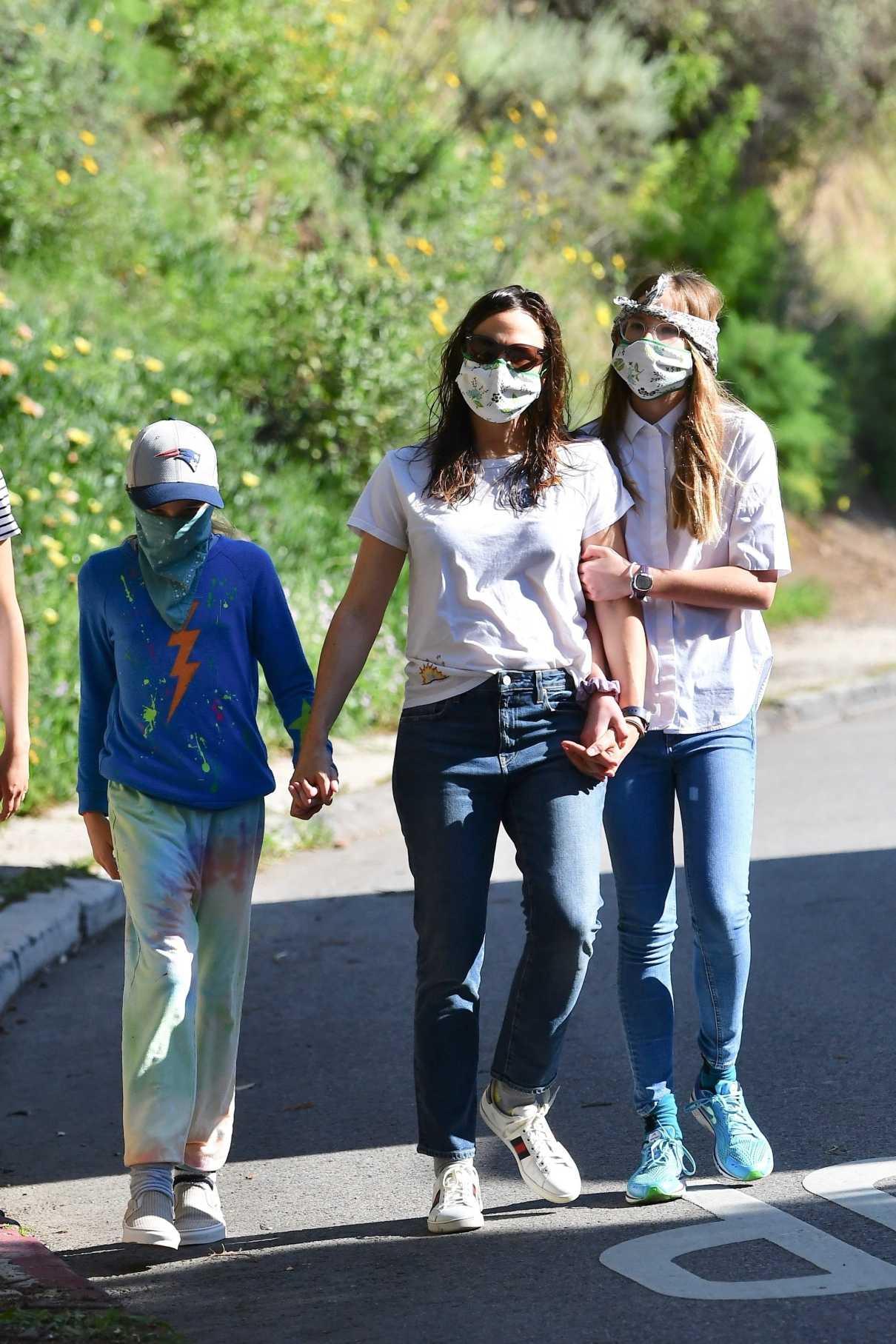 Jennifer Garner in a Face Mask