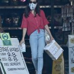 Aubrey Plaza in a Protective Mask Visits the Pet Store in Los Angeles 05/11/2020