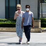 Elle Fanning in a Protective Mask Was Seen Out with Max Minghella in Los Angeles 05/12/2020