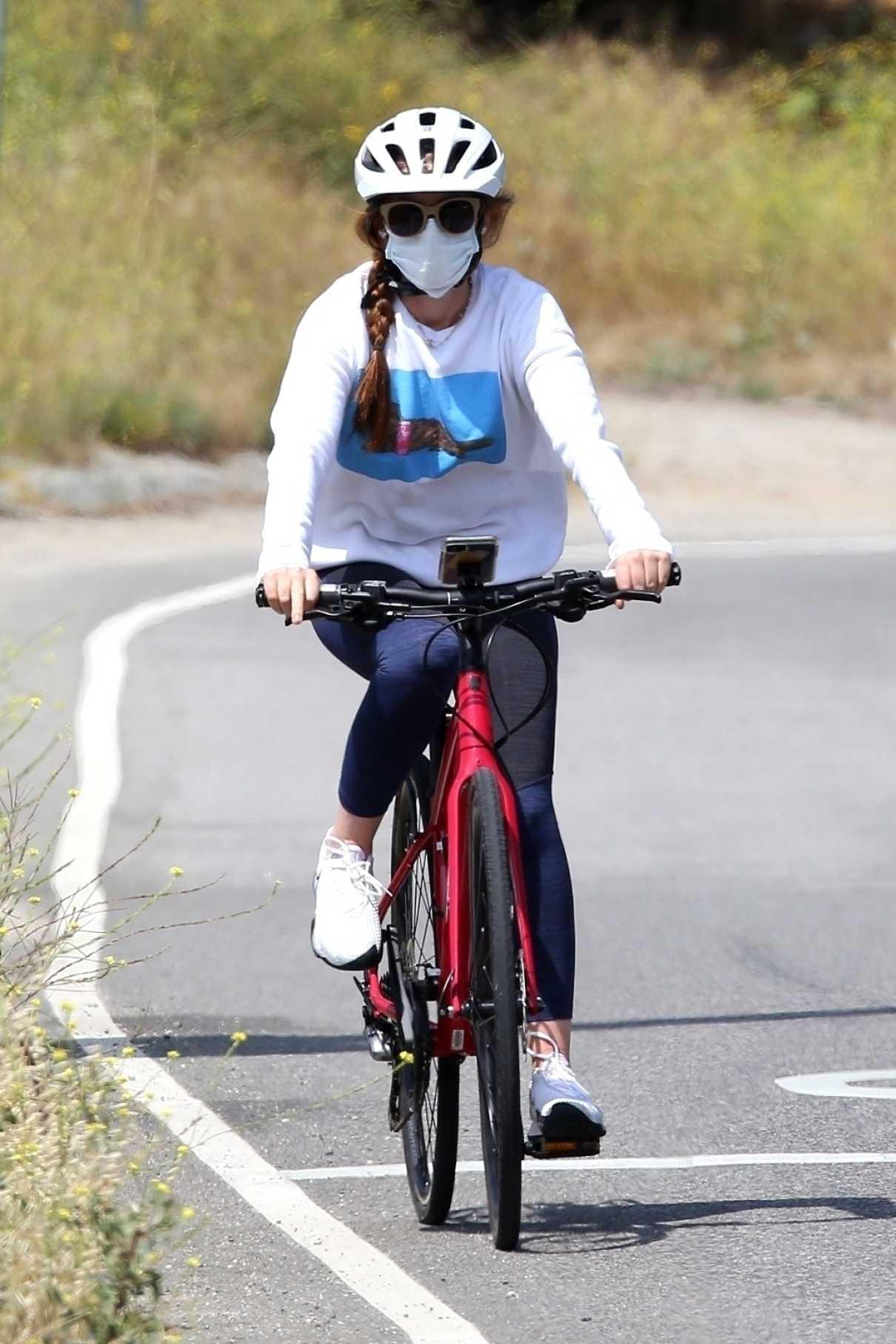Isla Fisher in a White Sweatshirt