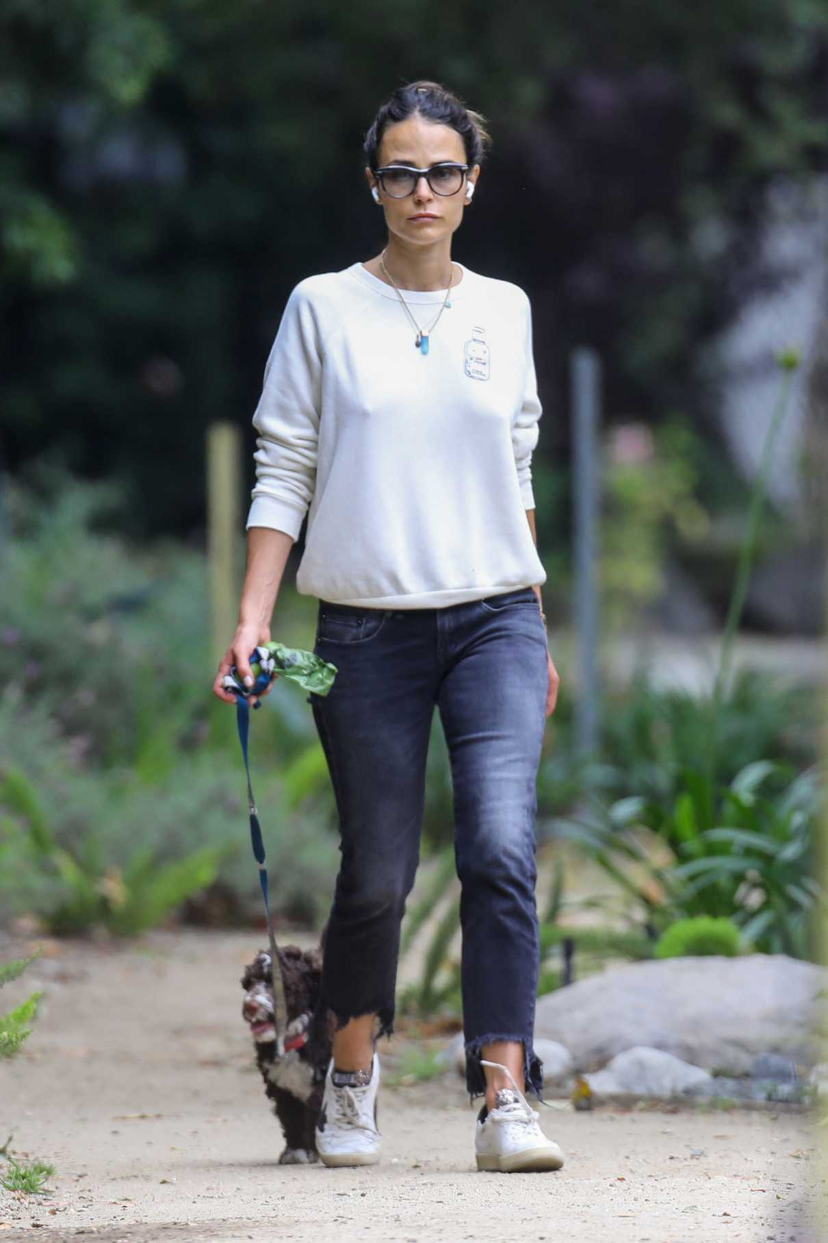 Jordana Brewster in a White Sweatshirt