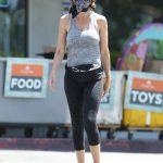 Lisa Rinna in a Gray Tank Top Arrives at Her Favorite Shopping Center in Bel-Air 05/07/2020