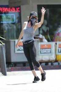 Lisa Rinna in a Gray Tank Top