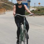 Reese Witherspoon in a Protective Mask Does a Bike Ride in Malibu 05/31/2020