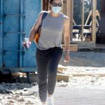 Jennifer Garner in a White Sneakers Checks Out the Progress on Her New Mansion in Brentwood 07/16/2020