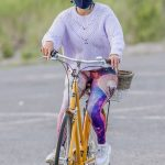 Jennifer Lopez in a Full Colour Leggings Does a Bike Ride Out with Alex Rodriguez in New York 07/25/2020
