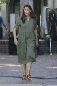 Jennifer Garner in an Olive Dress