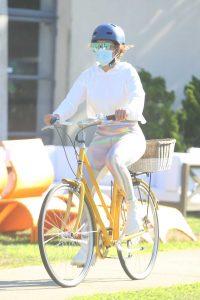 Jennifer Lopez in a White Hoody