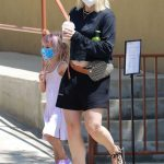 Kristen Bell in a Protective Mask Was Seen Out with Her Daughter in Los Feliz 08/04/2020
