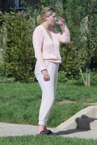Mischa Barton in a Grey Sweatpants
