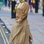 Victoria Beckham in a Beige Skirt Leaves Wolsley Restaurant in Central London 09/22/2020