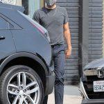 Zachary Quinto in a Grey Tee Was Seen Out in Los Feliz 09/09/2020