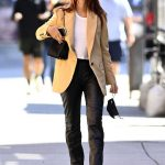 Emily Ratajkowski in a Beige Blazer Was Seen Out in New York 10/03/2020