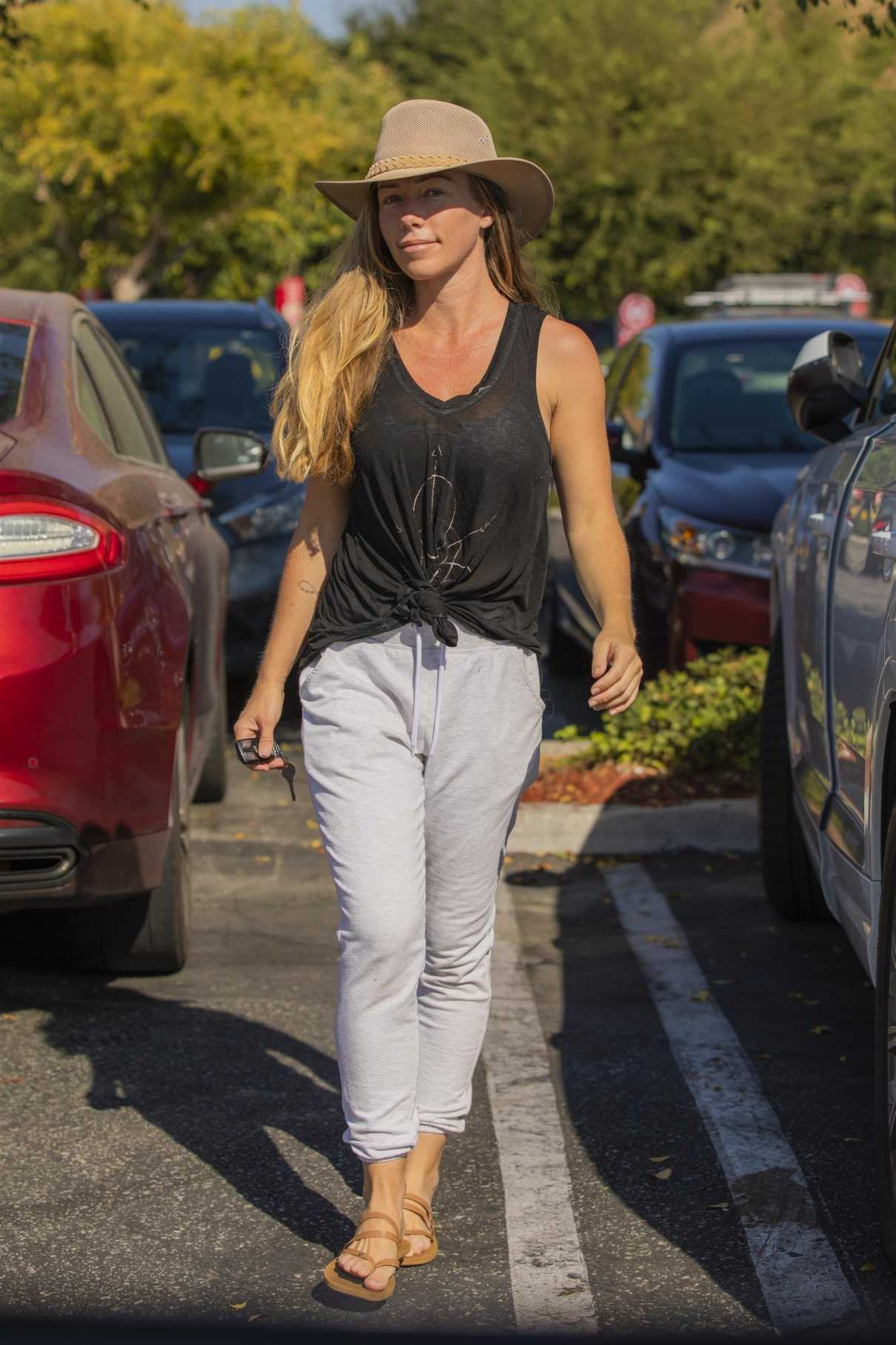 Kendra Wilkinson in a Grey Tank Top