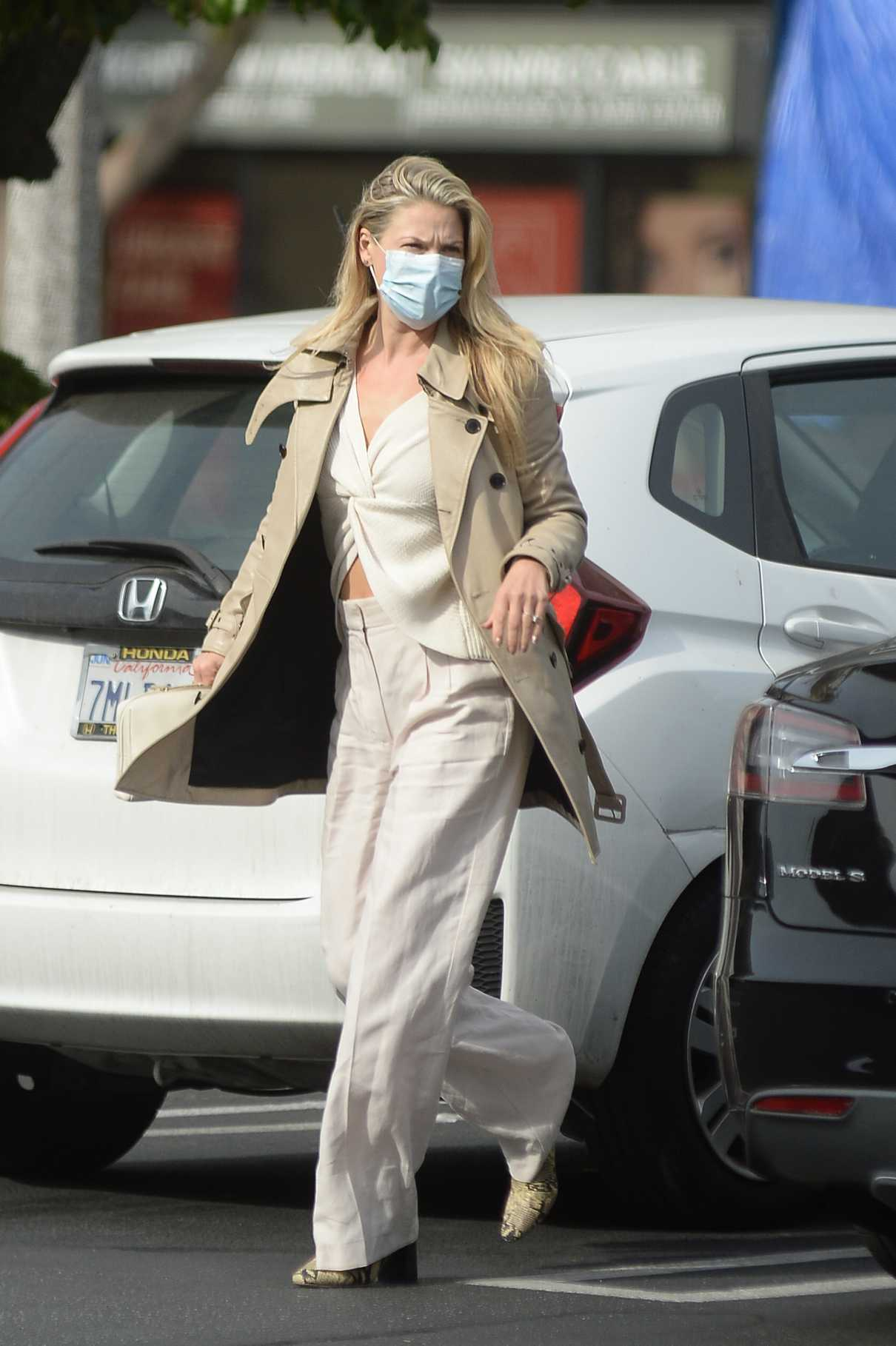 Ali Larter in a Beige Trench Coat
