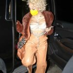 Doja Cat in a Yellow Protective Mask Arrives for Dinner with Friends at BOA Steakhouse in West Hollywood 11/15/2020