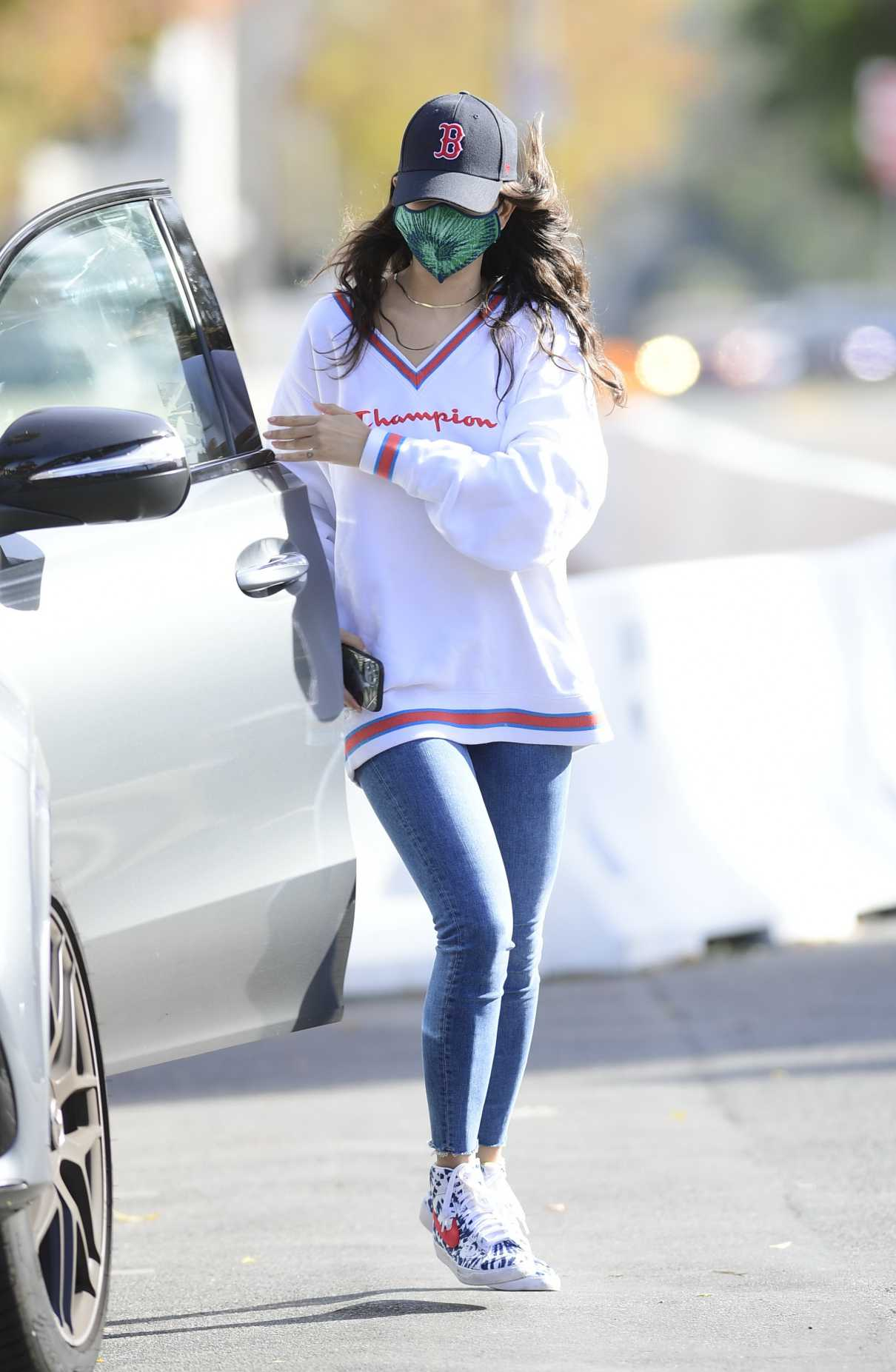 Eiza Gonzalez in a White Sweatshirt